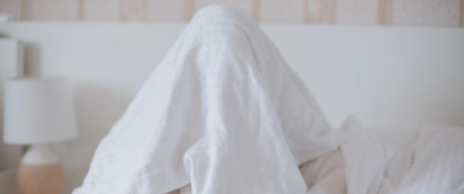 النوم لأقل من 6 ساعات قد يصيبك بالسكتة