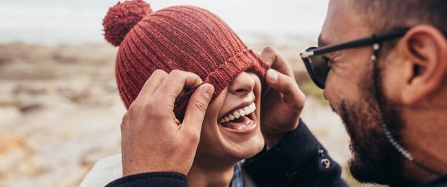 الأزواج الذين يضحكون معًا يبقون لفترة طويلة معًا
