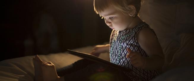 الأطفال دون السنتين لا يجب أن يستخدموا الأجهزة الإلكترونية