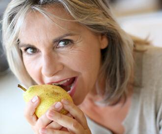 دراسة: الأطعمة التي تحتوي على الفلافونول قد تحميك من الخرف