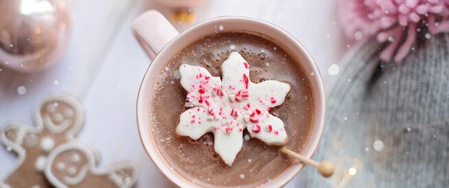 كوب من الشوكولاتة الساخنة يحسن من تدفق الدم إلى القدمين