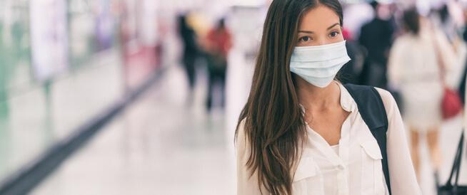 مركز مكافحة الأمراض: على متلقي اللقاحات العودة لارتداء الكمامات
