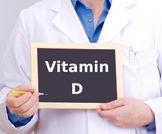 فيتامين D ومكملات الكالسيوم للنساء بعد سن اليأس وحدوث زيادة الكالسيوم في الدم والبول