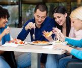 الطعام خارج المنزل يزيد من خطر الإصابة بضغط الدم!