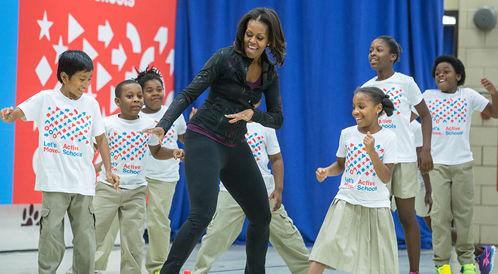 ميشيل أوباما ترقص لتشجع الأطفال على الحركة!