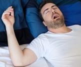 هل انت معرض لخطر توقف التنفس أثناء النوم؟