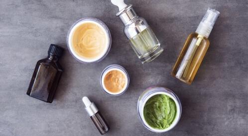 منتجات تجميلية جديدة: هل تفيد بشرتك حقًا؟