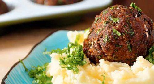 وصفة لتحضير كرات اللحم بالنكهة الشرقية بطريقة صحية