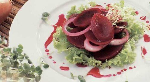 وصفة لتحضير سلطة الشمندر مع البصل بطريقة صحية