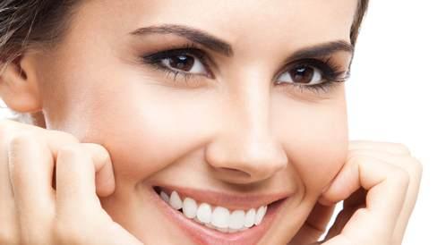 كيف تتمتع بلثة صحية وأسنان جميلة؟