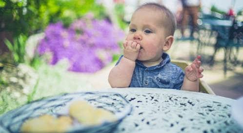 تغذية الطفل في مرحلة التسنين