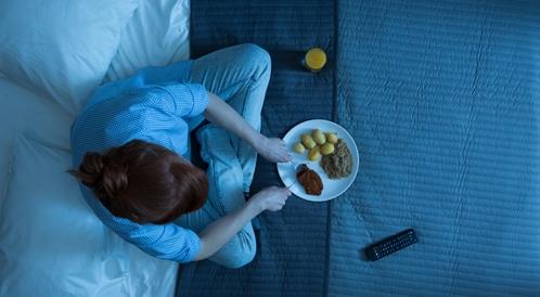 أطعمة عليك تجنبها قبل النوم