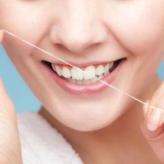 خيط تنظيف الاسنان