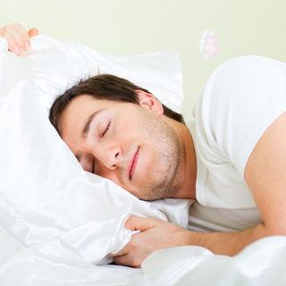 المعتقد السابع: يمنع النوم بتاتا مع العدسات اللاصقة