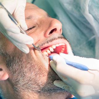 المراجعة الدورية لدى طبيب الاسنان