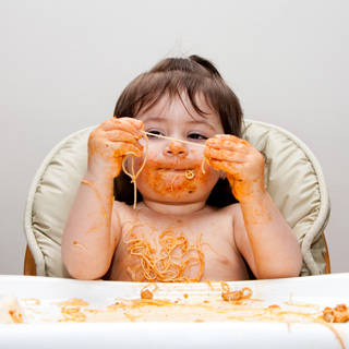 اللعب في الطعام