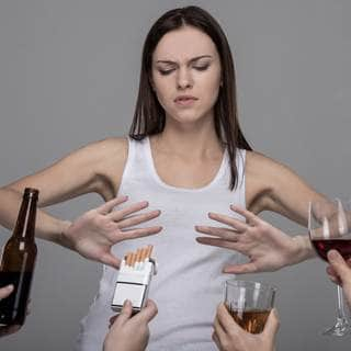 تجنب التدخين والكحول