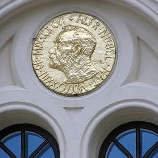 2008 - جائزة نوبل