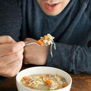 تناول الحساء