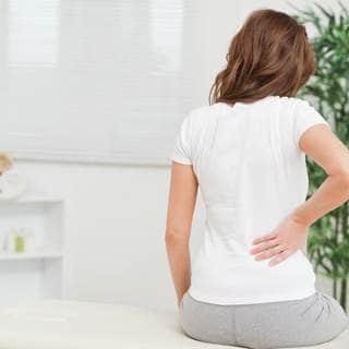 لماذا تصاب بألم الظهر؟
