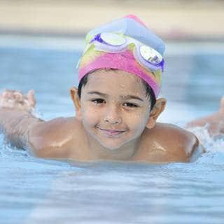 الانتباه عند السباحة