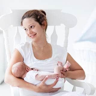 كيف أعرف أن ثديي ينتج ما يكفي من الحليب لطفلي؟