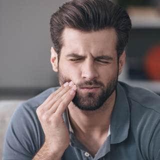 ما الذي يؤذي أسنانك ويتسبب لك بالألم؟