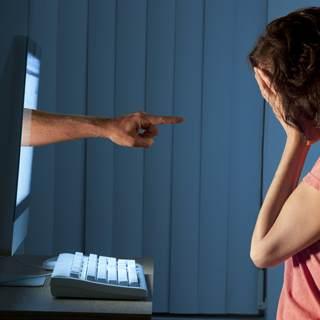 الحرج عبر الانترنت