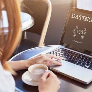 التعرف على شخص عبر الانترنت
