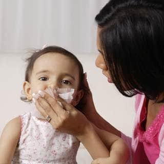 كيف يمكنك علاج طفلك من البرد والزكام؟