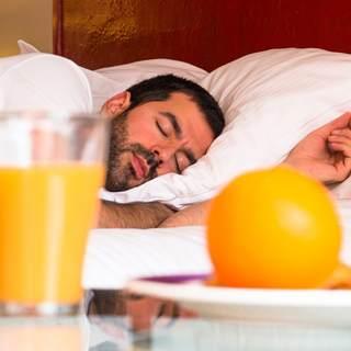أطعمة تؤثر على نومك