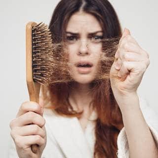 متى يعتبر تساقط الشعر غير طبيعي؟