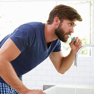 تنسى تنظيف أسنانك