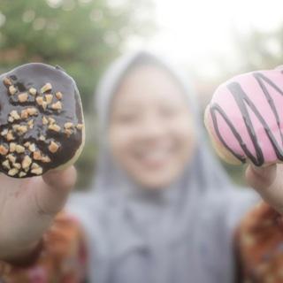التقليل من الأطعمة الدسمة والحلويات