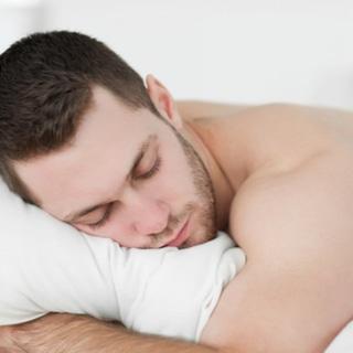 وضعية النوم على بطنك