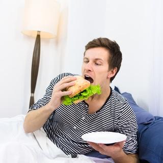 لا تتناول العشاء قبل النوم