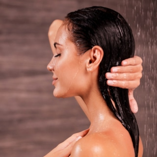 يجب عليك غسل ثدييك قبل الرضاعة الطبيعية.