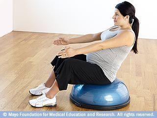 الجلوس باستخدام تمرين التوازن