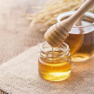 العسل يخفف من حمى القش
