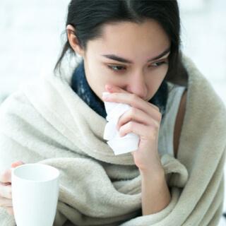 الفروقات بين أعراض المرض الذي يسبّبه فيروس الكورونا المستجدّ والرشح