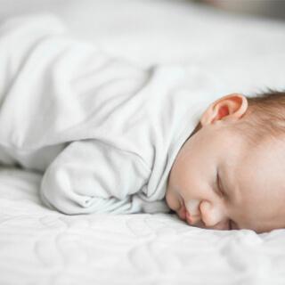 نوم الطفل على البطن