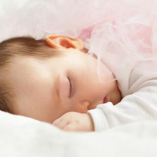 متى يمكن أن ينام الطفل على بطنه؟