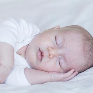النوم على الجانب وخطر الارتجاع