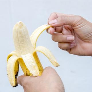 هل حقًا الموز فعال في تبييض الأسنان؟