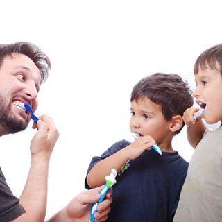 تنظيف الاسنان بشكل صحيح ومنتظم
