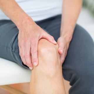 ألم مفصل الركبة وأعراضه