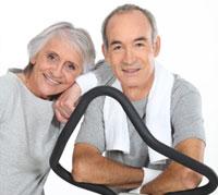 ليس للشباب فقط: رياضة المشي مفيدة للمسنين أيضاً.