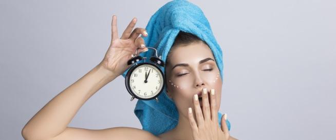 7 نصائح هامة حول تنظيف البشرة قبل النوم
