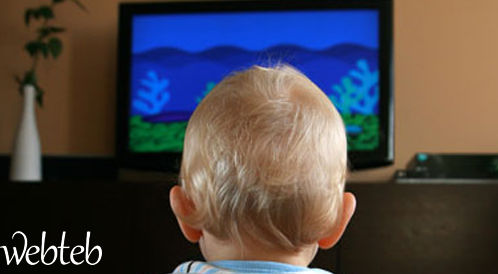 نداء للأهالي الجدد: التلفاز ليس حاضنة أطفال!