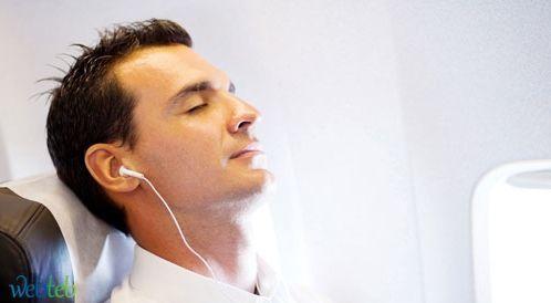 النوم في الطائرة أثناء السفر - المرشد لتجنب المعاناة!
